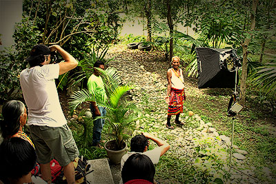 Author and Ivan Sarenas imaging Kalinga elders for the <em>Voices of the Ancestors </em>project.