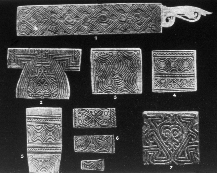 For larger tattooing patterns, Kayan tattooists used wooden stencils called kelinge. These intricately carved blocks were made by the male craftsmen of the tribe.