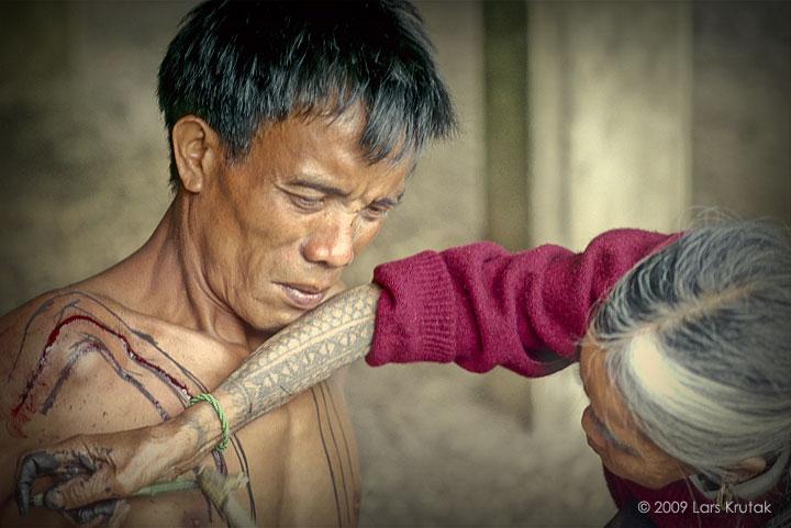 the last kalinga tattoo artist of the philippines lars krutak. Black Bedroom Furniture Sets. Home Design Ideas